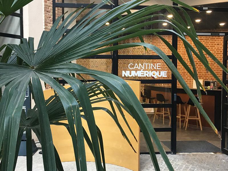 Entrée côté patio de la Cantine Numérique
